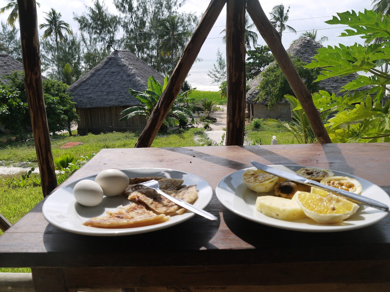 Domokuchu Beach Bungalows breakfast