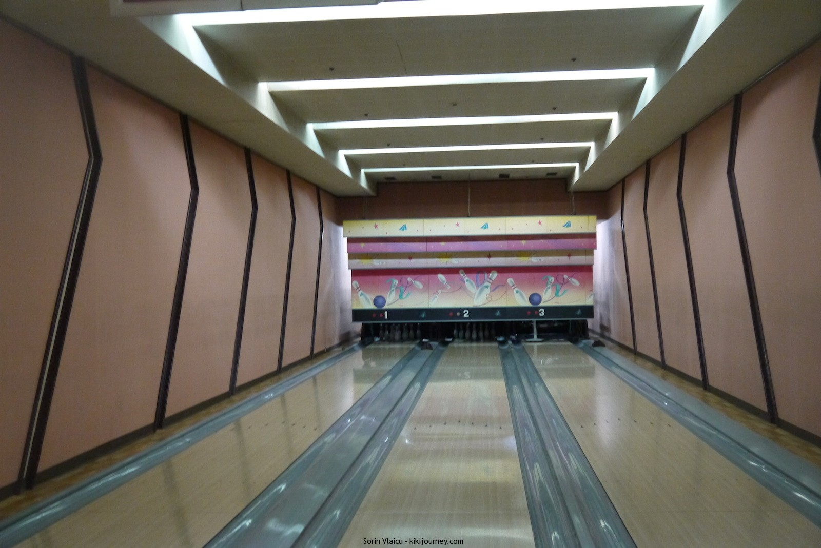 Yanggakdo Hotel Pyongyang  - the bowling