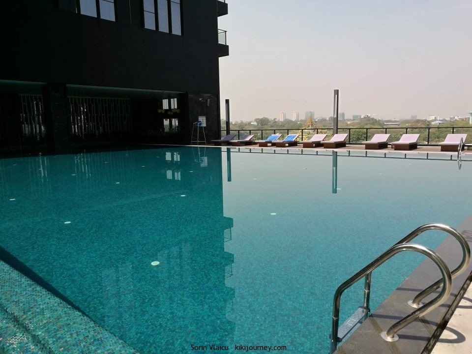 Wyndham Grand Yangon Swimming Pool
