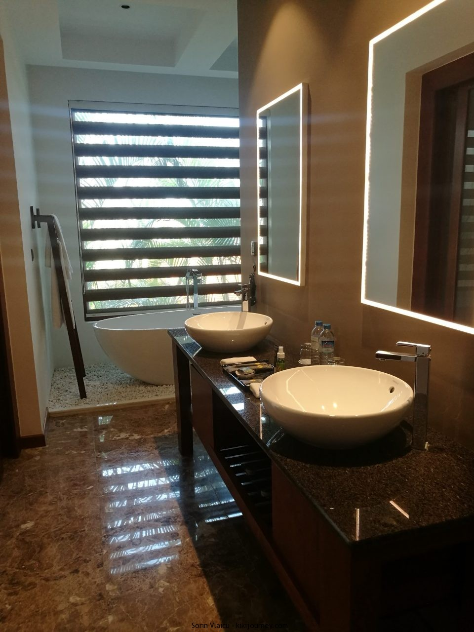 Bathroom Novotel Inle