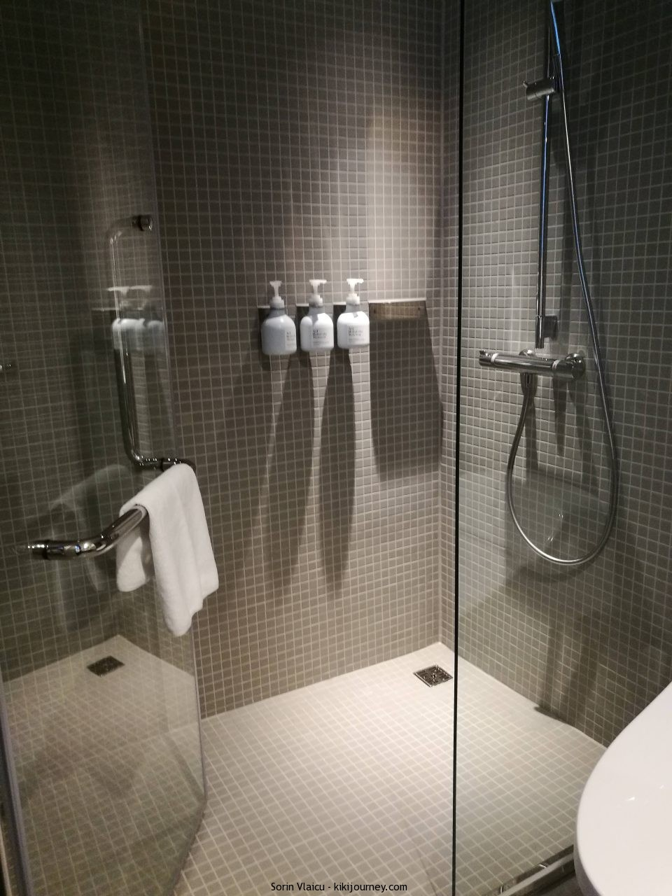Shower Room DDD Hotel